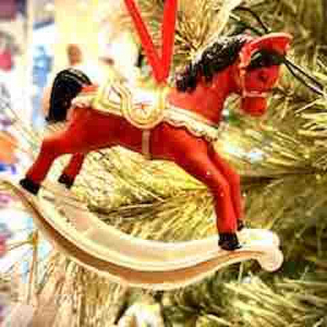 PÅ SALG! Rocking Horse Christmas Decoration, red/white – Gisela Graham
