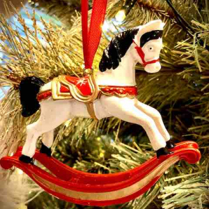 PÅ SALG! Rocking Horse Christmas Decoration, White/red – Gisela Graham